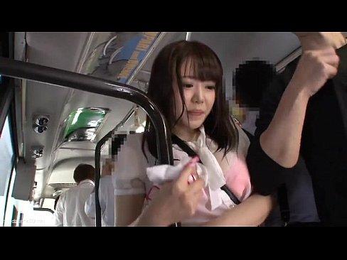 色白美人な人妻お姉さんがバスの中で集団痴漢に遭遇!抵抗できないままチンポ入れられガチレイプされちゃうw