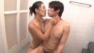 【NTR】部長の若い奥さんとお風呂に一緒に入ってエッチなことする夢をみちゃいましたw