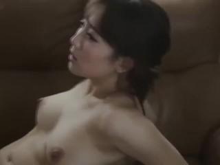 【倉多まお】巨乳人妻とリビングで不倫SEXでフィニッシュは顔射で決めましたw